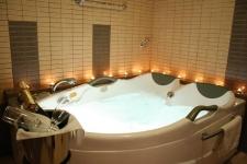 Honeymoon Σουίτα με μπανιέρα με τζακούζι