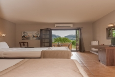 Triple room garden with view of Meteora