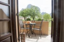Triple room garden with view of Meteora